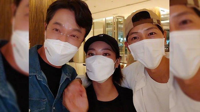 Bikin Heboh Jagat Maya, Song Joong Ki Kedapatan Rangkul Jeon Yeo Bin Saat Hadiri BIFF 2021