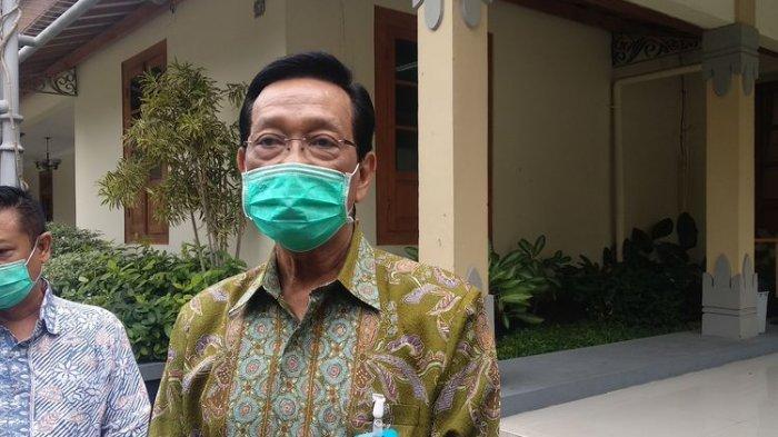 Sri Sultan HB X di Kompleks Pelatihan Yogyakarta (11/8/2021)