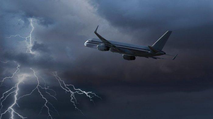 Ilustrasi penerbangan dalam kondisi cuaca kurang bersahabat