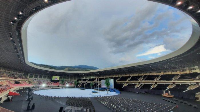 Momen Langka Saat Presiden Jokowi Turun Lapangan di Pesta Opening Ceremony PON XX Papua 2021