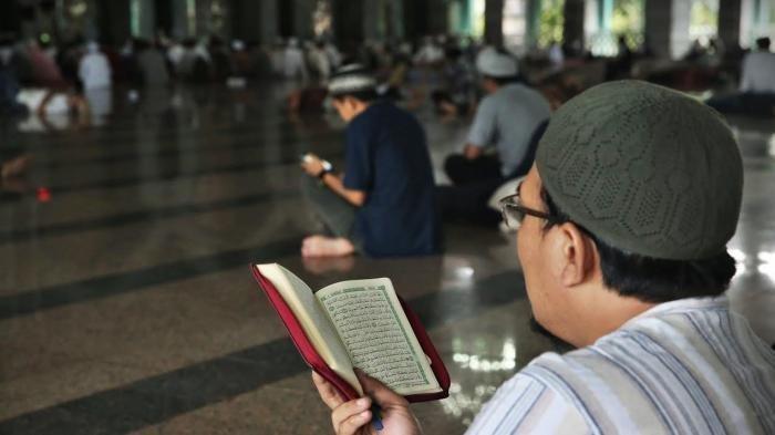 Banjir Kemuliaan di Hari Jumat, Amalkan Bacaan Surat Al Kahfi Ayat 1-10 Lengkap Arab, Latin dan Arti