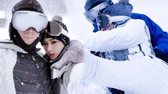Deretan Momen Syahrini & Reino Barack Main Jet Ski Salju di Jepang, Sempat Nyungsep, Ujungnya Mesra!