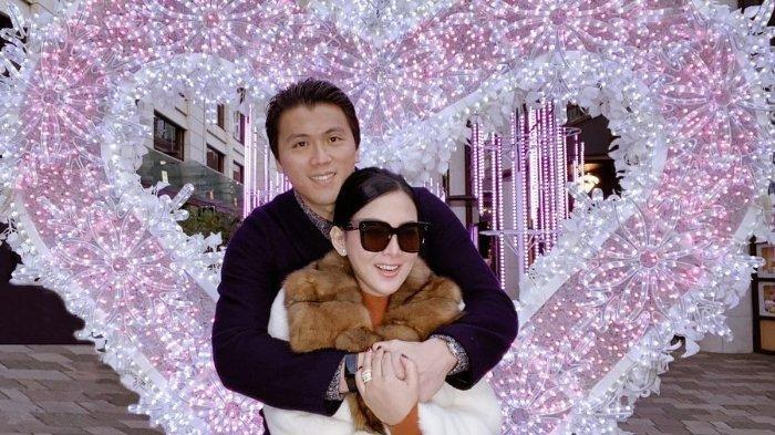 Terjebak Lockdown di Tokyo, Syahrini Tetap Mesra dengan Suami, Pamer Cium Mesra Reino Barack