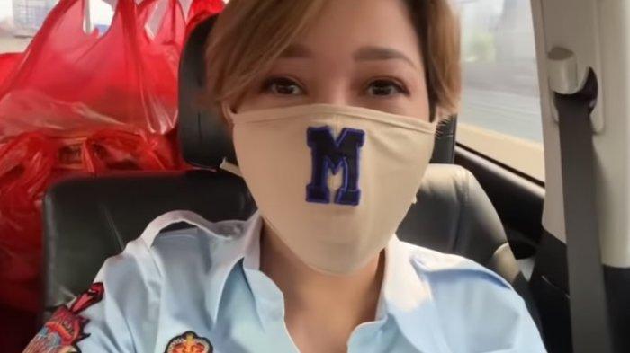 Tangkapan layar Maia Estianty bagi-bagi sembako