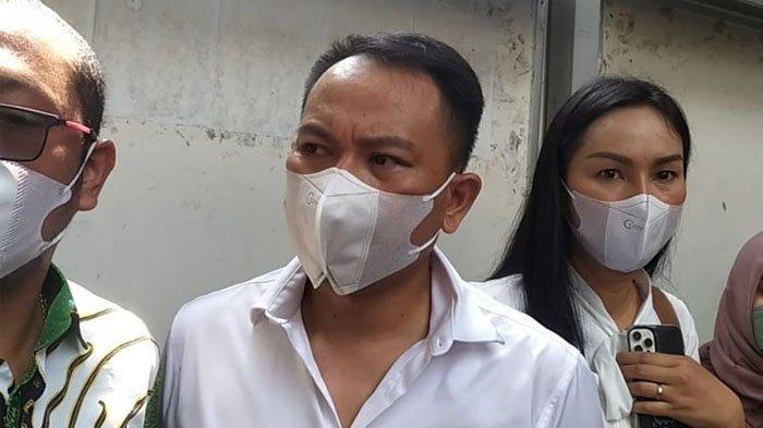Vicky Prasetyo Divonis 4 Bulan Penjara, Kalina Ocktaranny Menangis dalam Persidangan, Peluk Bebi