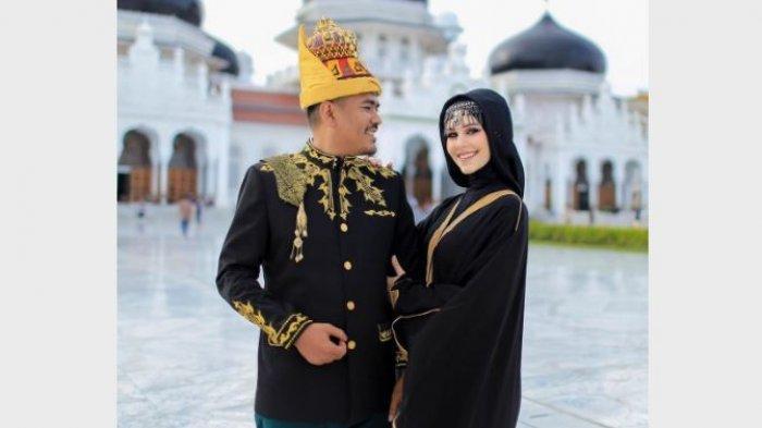Tiphaine Poulon dan Amal menikah