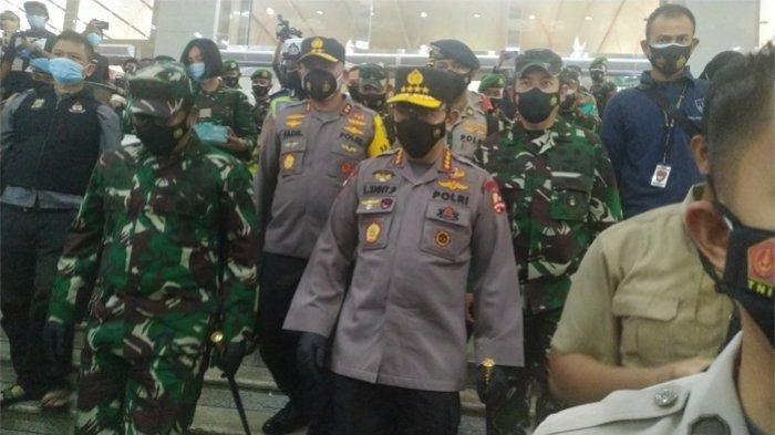 TNI-Polri Perketat Penerapan Protokol Kesehatan Covid-19, Bagikan Ratusan Ribu Masker di Lokasi Ini