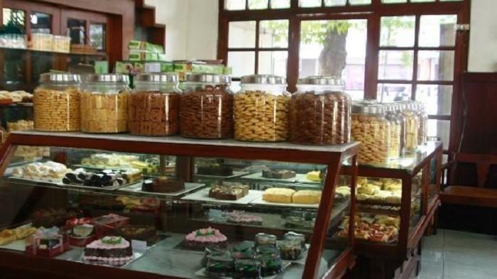 Wajib Kamu Kunjungi, Ini 5 Toko Roti Legendaris di Indonesia yang Masih Eksis Hingga Sekarang