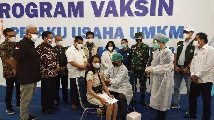 Vaksinasi massal bagi UMKM dan Koperasi yang diselenggarakan Kadin DIY di JEC, 25-29 Juli 2021