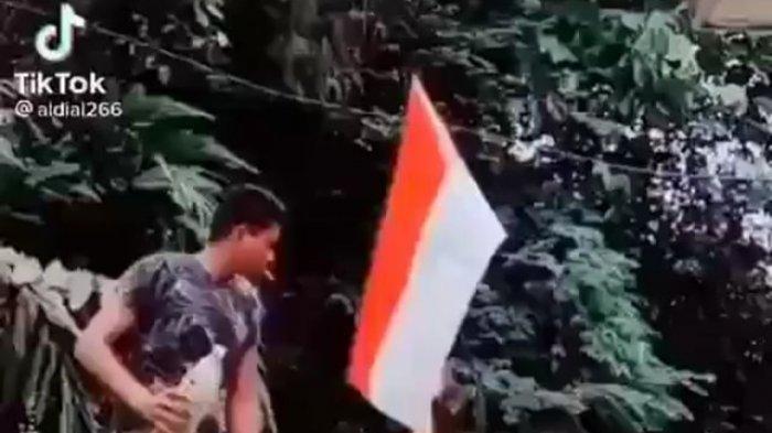 Bergaya Sok Keren Siramkan Botol Diduga Isi Bensin, Pria Bakar Bendera Merah Putih di TikTok Diburu