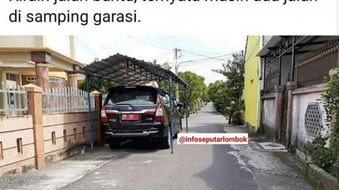 tangkapan layar foto mobil dinas terparkir di pinggir jalan menggunakan kanopi.