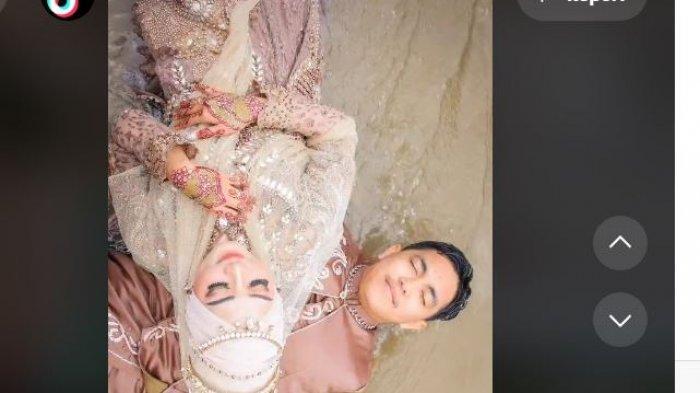 Viral pengantin foto di tengah banjir