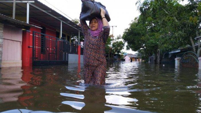 Waspada! Puluhan Provinsi, Kota, & Kabupaten di Indonesia Potensi Banjir hingga 20 Februari 2021