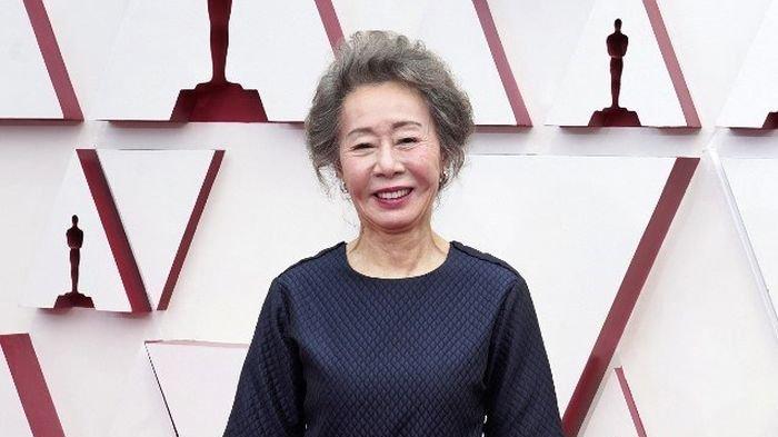 Youn Yuh Jung - Aktris Korea Pertama yang Raih Oscar, Lewat Film Minari, 74 Tahun Makin Cemerlang