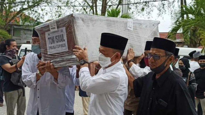Sebanyak enam jenazah korban pesawat Sriwijaya Air tiba di Bandara Internasional Supadio Pontianak, Kalimantan Barat (Kalbar), Minggu (24/1/2021), sekitar pukul 06.25 WIB. Keenam jenazah tersebut masing-masing bernama Toni Ismail, Rahmawati, Athar Rizki Riawan, Ratih Windania dan Yumna Fanisyatuhzahra, mereka merupakan satu keluarga, asal Kota Pontianak. Kemudian satu jenazah lain bernama Muhammad Nur Kholifatul Amin, asal Kabupaten Mempawah.