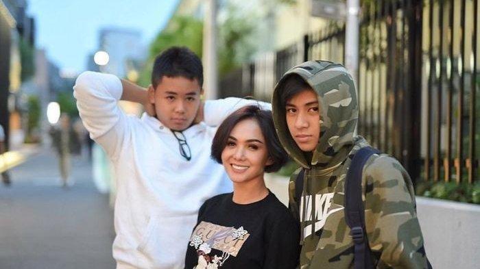 Bantah Isu Temani Anak-anaknya Nonton Film Dewasa, Yuni Shara Bela Diri: Aku Durung Gendeng Rek!