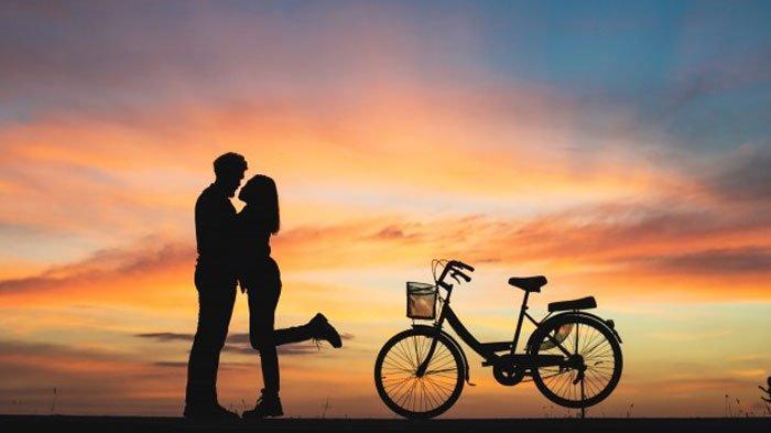 Ramalan Zodiak Cinta Besok Selasa 8 Juni 2021: Leo Bahagia Bareng Pacar, Suasana Hati Capricorn Baik