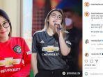 foto-via-vallen-diunggah-akun-instagram-manchester-united.jpg