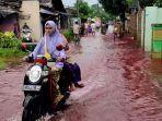 genangan-air-banjir-berwarna-merah-pekalongan.jpg