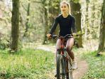ilustrasi-wanita-naik-sepeda.jpg