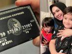 mama-rieta-beri-black-card-untuk-uang-jajan-rafathar.jpg