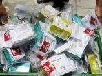 pekerja-memeriksa-paket-obat-dan-vitamin-untuk-pasien-covid-19-yang-melakukan-isolasi-mandiri.jpg