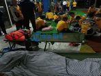 penumpang-selamat-dari-tragedi-kmp-yunicee-dievakuasi-di-pelabuhan-ketapang-banyuwangi.jpg