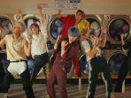 personel-bts-dalam-video-musik-permission-to-dance.jpg
