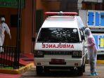 petugas-memindahkan-mobil-ambulans-di-rspi-prof-dr-sulianti-saroso-sunter-532020.jpg
