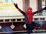 pria-berkostum-spiderman.jpg