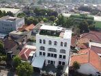 rumah-zaskia-sungkar-dan-irwansyah-dilengkapi-dengan-rooftop.jpg