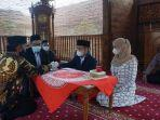 sepasang-sejoli-melangsungkan-akad-nikah-di-masjid-ar-rabbani-kompleks-polres-purbalingga.jpg