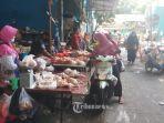 suasana-jual-beli-di-pasar-palmerah-jakarta-pusat-terlihat-sepi-pembeli-senin-2042020.jpg