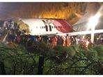 tim-penyelamat-berada-di-sekitar-jet-air-india-express.jpg