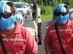 viral-video-seorang-bapak-memakai-celana-dalam-sebagai-pengganti-masker.jpg