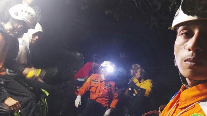 1 Warga yang Ikut Evakuasi 4 Pemuda Tersesat di Air Terjun Proklamator Tanah Datar Alami Hipotermia