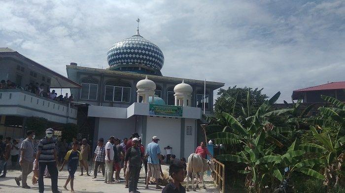 Sebanyak 14 Ekor Sapi Disembelih di Masjid Raya Pasar Baru, Daging Kurban Dibagikan ke Warga Sekitar