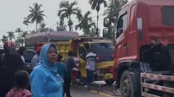 Viral Truk dan Mini Bus Tabrakan di Kayutanam Padang Pariaman, Diduga Ada Korban Terjepit