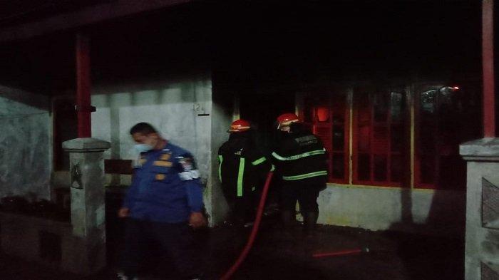 4 Rumah Permanen Terbakar Dini Hari di Kota Padang, Polisi Menduga Akibat Korsleting Listrik