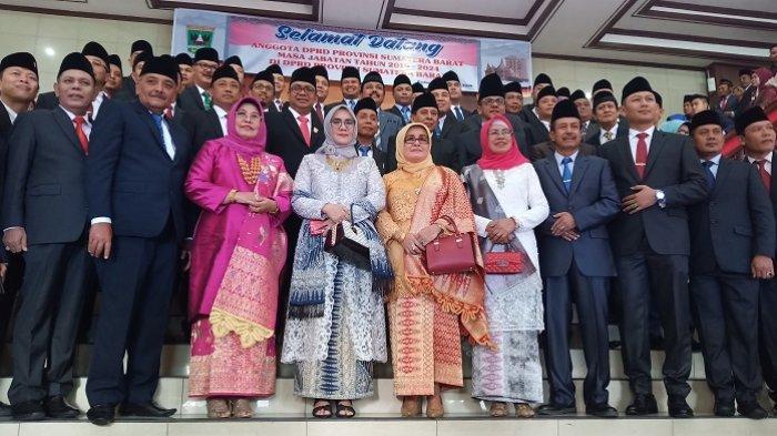 Baru Dilantik, 65 Anggota DPRD Sumbar Dapat Pin Emas Seberat 7,5 Gram dan 2 Stel Pakaian Dinas