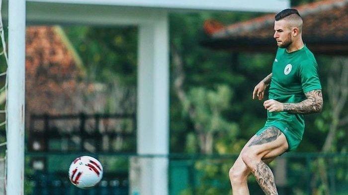 STARTING XI Persib vs PSS Sleman - Ambisi Aaron Evans Kandaskan Tim Maung Bandung
