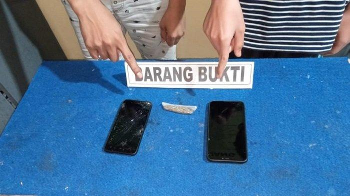Jajaran Satresnarkoba Polres Padang Panjang mengamankan masing-masing terduga pelaku berinisial FT panggilan P (24) beralamat di Kelurahan Pasar Usang, Kecamatan Padang Panjang Barat, Kota Padang Panjang, Sumatera Barat (Sumbar).