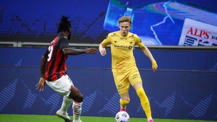 Jens Petter Hauge. AC Milan wajib bergerak cepat untuk segera merampungkan proses transfer Jens Petter Hauge jika tak ingin kena tikung klub peminat lainnya. Sebut saja Manchester United dan Manchester City memiliki niat yang sama.