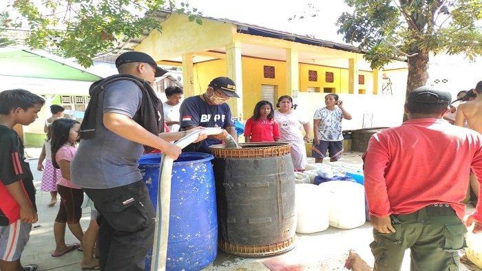 Warga Terdampak Musim Kemarau, BPBD Distribusikan Air Bersih di Kawasan Padang Selatan