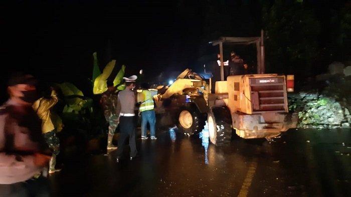 Malam Ini, Akses Jalan Padang-Bukittinggi Kembali Normal, Longsor Ganggu Lalu Lintas Mulai Sore Hari