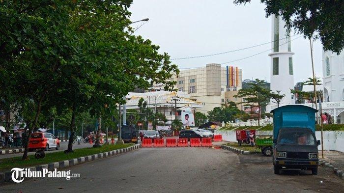 Kondisi Terkini Kawasan Wisata di Kota Padang, Polisi Tutup Akses Jalan Pakai Water Barrier