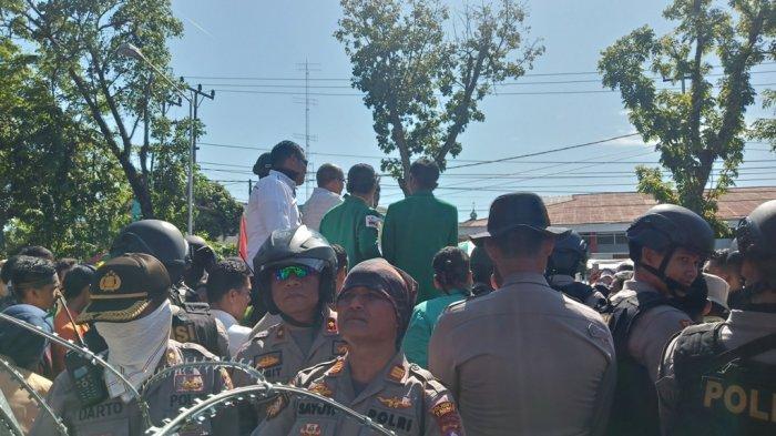 POPULER PADANG - Satpol PP Syariah Ditanggapi MUI| Demo di DPRD Sumbar| Harga Gula Naik