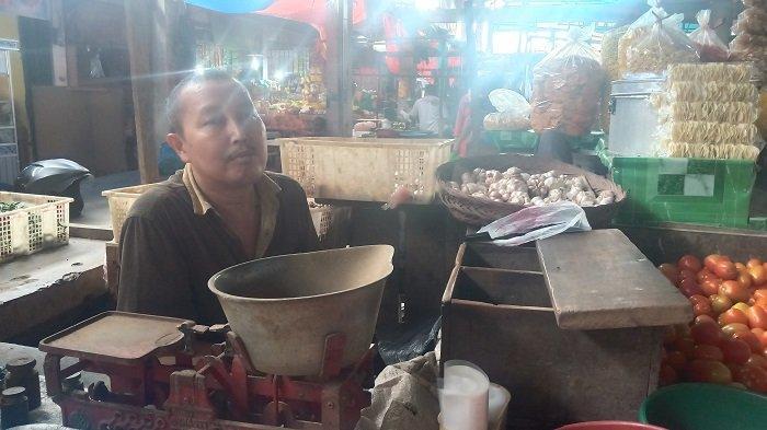 BREAKING NEWS - Harga Bawang Putih Melambung di Pasar Kota Padang, Ini Kata Pedagang