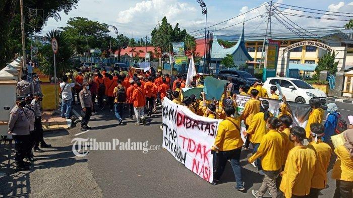 Ratusan Mahasiswa Demo di Kantor Gubernur Sumbar, Pertanyakan soal Penanggulangan Covid-19