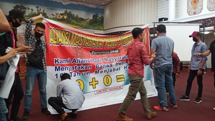 Aliansi Masyarakat Peduli Sumbar Gelar Aksi Damai Tanyakan Kinerja Gubernur Irwan Prayitno